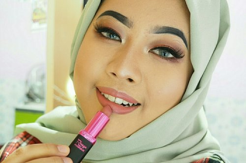 Ini dia lipstick favorit aku bgt saat ini. L'oreal Rouge Magique '932 Mont Blanc' ini adalah varian terbaru dari L'oreal Makeup, lipstick matte super creamy mengandung jojoba, canina oil, dan honey yg bisa melembabkan bibir. Buat  para pecinta warna2 nude ini cocok bgt buat kalian 💖 @getthelookid #getthelookid #MyMagiqueLook #getthemagique #lorealmakeup #beautyboxind #makeupevent #beautyjunkies #sephoraidnbeautyinfluencer #indonesianbeautyblogger #fashionblogger #beautyinfluencers #beautyinfluencer #beauty #influencer #lifestylebloggers #beautyevents #makeupjunkie #beautynesiamember #indobeautygram #indobeautyvlogger #clozetteambassador #clozetteID #olympus_occi_id #hypnaughtymakeup #glamoureal #makeupforbarbies #instamakeupla #indobeautygram @instamakeupla @indobeautygram @makeupforbarbies @glamoureal  @hypnaughty.makeup