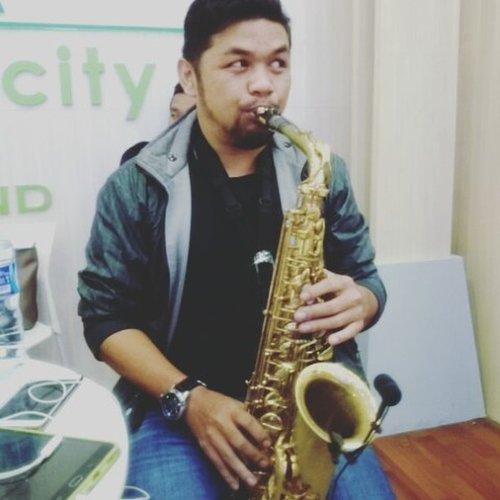 Suka sama lagu ini 😍😍😍😍 #saxophoneplayer by @jusufsiburian . . . . #saxophone #music🎶 #music #saxophoneplayer #musicvideo #nodayswithoutevent #jcc #sundays #sunwork #ritystory #clozetteid #clozette #womanblogger #travelerlife #travelerblogger #igersjakarta #igersworldwide #instavideos