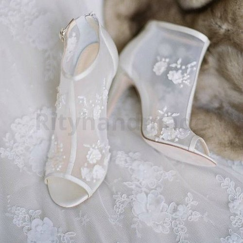 """""""a journey of thousand miles begins with fabulous pair of shoes""""...Wedding Shoes Design (custom) by @rityhandmade ...#rityhandmade #quotes #weddingshoes #bridalshoes #customshoes tomshoes #likeforfollow #travelerblogger #womanfashionstyle #womanlifestyle #womantraveler #ritystory #travelerlife #womanentrepreneur  #picsoftheday #clozetteid #wanitatangguh #indonesiafashionblogger"""