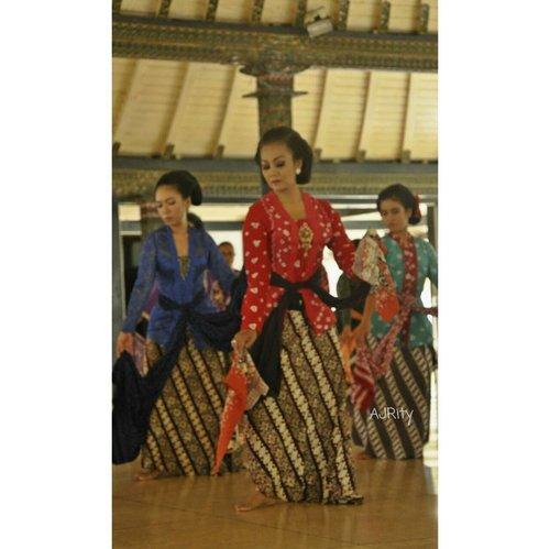 When you dance, your purpose is not get to a certain place on the floor. It's to enjoy each step along the way . . 📷 #nikond90 . . . #classidance #jogjaclassicaldance #instajogja #explorejogja #javanese #instanusantara #dance #tmii #anjunganjogja #igersjogja #picsoftheday #photooftheday #traditionaldance #traditional #ritystory #ritystyle #clozetteid #womanblogger #travelerlife #travelerblogger #likeforlike #followforlike #igerswordwide #nikophotography #tari #klasik #jawa