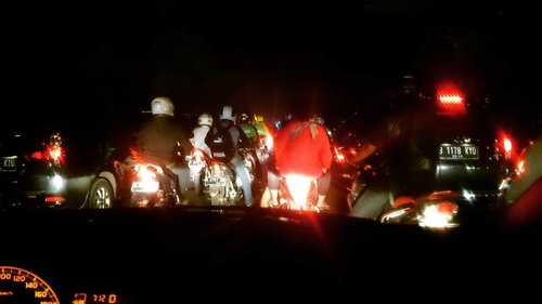 Jakarta oh Jakarta Back to MACET! . . . . . #trafficjam #traffic #jakarta #jakartacity #macet #jakartainthenight #jalanan #instajakarta #travelerblogger  #womantraveler #ritystory  #travelerlife #mytravelgram #womanentrepreneur #travelgram #clozetteid #mystyle #wanitatangguh #workaholics #igersworldwide #igersjakarta