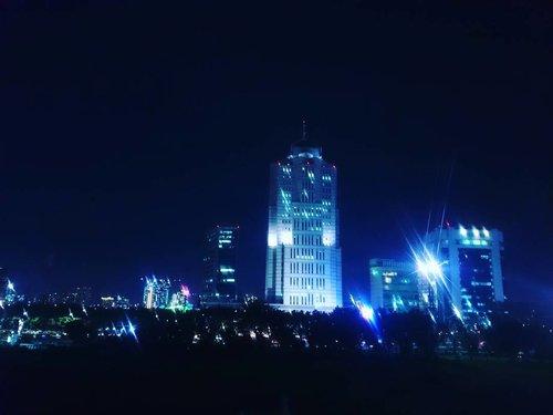 Jakarta in the night . . . . 📷 #sonyxperia . . . . #landscape #night #light #jakartacity #view #travelerblogger #womanlifestyle #womantraveler #ritystory  #travelerlife #mytravelgram #instatravel  #instaphotoshoot #womanentrepreneur #photooftheday #picsoftheday #travelgram #clozetteid #myadventure #wanitatangguh
