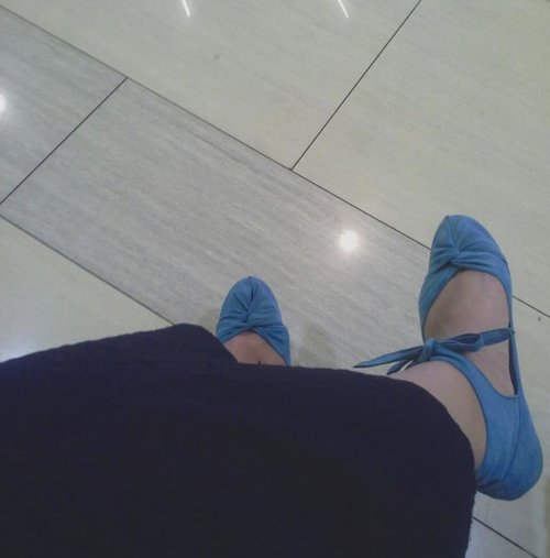 It's BLUE WednesdayDon't forget to be awesome today!#enjoyeverymoment 💙💙💙💙💙💙💙💙💙.....#wednesday #blue #blueshoes #rityhandmade #travelerblogger #womanlifestyle #womantraveler #ritystory #travelerlife #mytravelgram #womanentrepreneur #myshoes  #travelgram #womanblogger #wanitatangguh #behappy #like4likes #gallery_of_all #solotravel #travelerblogger #girlexplorer #clozetteid #style