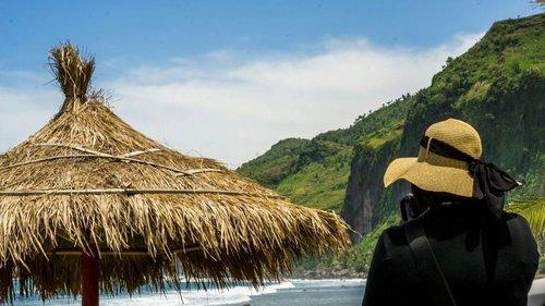 Menganti Beach I'm falling in love 😍😘 Yg moto di foto juga 😁 . . . . . #selfpotrait #selfie #me #myself #beach #mengantibeach #kebumen #explorekebumen  #ritystrip #travelerblogger #womanlifestyle #womantraveler #ritystory #instajava #travelerlife #mytravelgram #instatravel #igersworldwide #igersindonesia #instaphotoshoot #instanusantara #instapic #instaphoto #photooftheday #picsoftheday #travelgram #clozetteid #myadventure #instapantai #pesonaindonesia