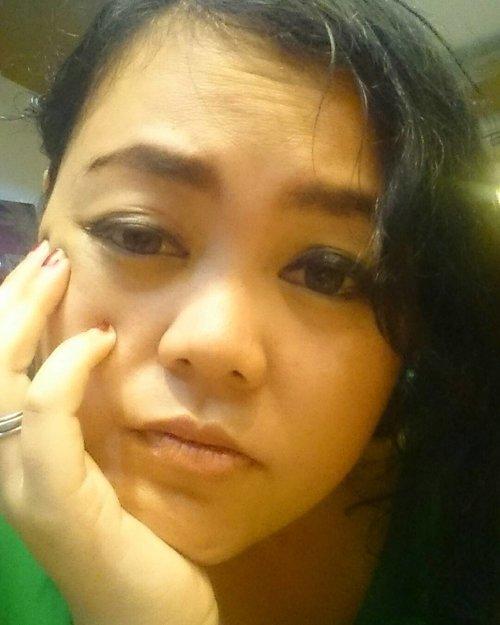 Masang tampang sliweran 😭 Nunggu giliran terapi backbone tak kunjung kelar... Mata 5watt ini Ngantuk 😴😴😴😴 #sleepymodeon . . . #sleepy #myface #face #selfpotrait #me #selfie #myself #smile #behappy  #travelerblogger #womanlifestyle #womantraveler #ritystory  #travelerlife #mytravelgram #selflove #me #womanentrepreneur  #myselfie #travelgram #clozetteid #womanblogger #wanitatangguh