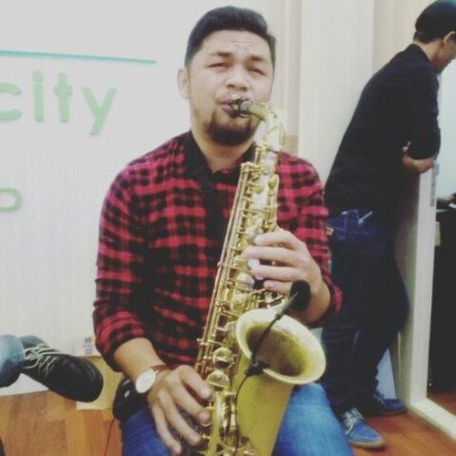 Yang laperrrrr #eeeehhh BAPERRRRR 😜😁😄 ✌ ya bang ucuuppp @jusufsiburian . . . . #saxophone #music🎶 #music #saxophoneplayer #musicvideo #nodayswithoutevent #jcc #sundays #sunwork #ritystory #clozetteid #clozette #womanblogger #travelerlife #travelerblogger #igersjakarta #igersworldwide #instavideos