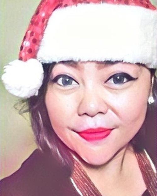 Christmas is the perfect season to reach out to others when laughter and good tidings are in the air. Here's hoping that your Christmas will find you among family and friends, sharing the spirit of the season.....#Xmas #christmas #me #selfie #travelerblogger #womanlifestyle #womantraveler #ritystory #travelerlife #mytravelgram #womanentrepreneur #mygift #travelgram #womanblogger #wanitatangguh #behappy #myself #like4likes #gallery_of_all #solotravel #travelerblogger #girlexplorer #clozetteid #style
