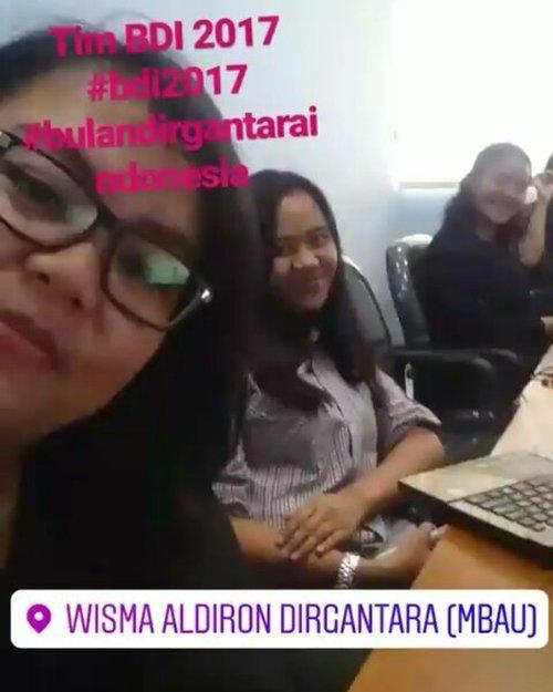 Tim Horey #BDI2017  @miss_husna09 @bulandirgantaraindonesia . . . . . #jakartaevent #bulandirgantaraindonesia #bulandirgantara #kayannapro #event #dirgantaraexpo #ritystory#igersjakarta #event #acara #clozetteid #instajakarta #womanblogger #ritystory #work #team
