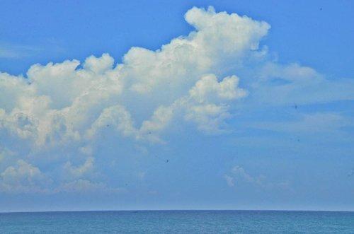 The Blue Sky & Sea 📷 #nikond90 . . . . . . #beach #mengantibeach #kebumen #explorekebumen  #ritystrip #travelerblogger #womanlifestyle #womantraveler #ritystory #likeforlike #followforlike #travelerlife #mytravelgram #instatravel #igersworldwide #igersindonesia #instaphotoshoot #instanusantara #intajava #wonderfullindonesia #instapic #nikon_photography_ #nikon_world #photooftheday #picsoftheday #travelgram #clozetteid #myadventure #wanitatangguh