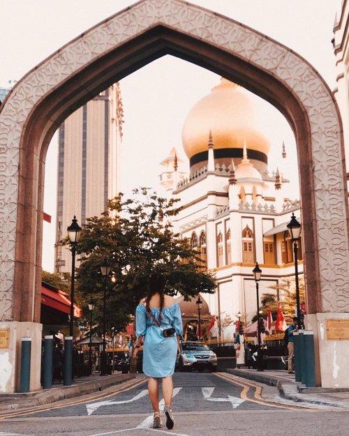 Wohoo...!! Wanna go to Singapore and confused where to go ??8 spot instagramable at Singapore is in my blog now. Link on my bio genks...My outfit: @acue.studio Wedges: @nocheid #BellaNoche #SummerNookinBali#Clozetteid #lookbookindonesia #ootdfashion #beautyjunkie #makeupjunkie #ootdshare #ootdstyle #ootdsingapore #vsco #ggrep #ggrepstyle #exploresingapore #visitsingapore #fashionpeople #whatiwore #jesislook #jesiswear #lookbook #ootdindo #ootd #ootdindonesia