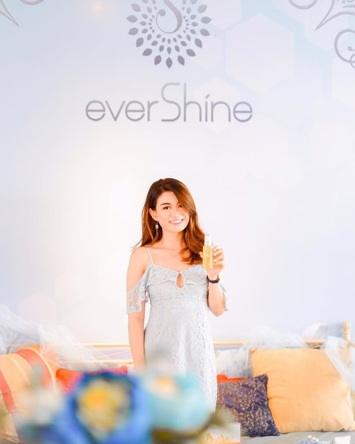 """<div class=""""photoCaption"""">Attending Influencer Gathering and got home feeling so happy! Cause there's so many new knowledge about skin that I learned; how to take care of them, and what's good and not good for our skin. And really am so happy cause all of their products is all made from natural ingredients 😍<br />  <a class=""""pink-url"""" target=""""_blank"""" href=""""http://m.clozette.co.id/search/query?term=EvershineGathering&siteseach=Submit"""">#EvershineGathering</a>  <a class=""""pink-url"""" target=""""_blank"""" href=""""http://m.clozette.co.id/search/query?term=TheMiracleofMoringa&siteseach=Submit"""">#TheMiracleofMoringa</a><br /> ———<br /> .<br /> .<br /> .<br /> .<br /> .<br /> .<br /> .<br /> .<br /> .<br /> .<br /> .<br /> .<br /> .<br /> .<br /> .<br /> .<br />  <a class=""""pink-url"""" target=""""_blank"""" href=""""http://m.clozette.co.id/search/query?term=blessed&siteseach=Submit"""">#blessed</a>  <a class=""""pink-url"""" target=""""_blank"""" href=""""http://m.clozette.co.id/search/query?term=mondaymotivation&siteseach=Submit"""">#mondaymotivation</a>  <a class=""""pink-url"""" target=""""_blank"""" href=""""http://m.clozette.co.id/search/query?term=photogram&siteseach=Submit"""">#photogram</a>  <a class=""""pink-url"""" target=""""_blank"""" href=""""http://m.clozette.co.id/search/query?term=instagood&siteseach=Submit"""">#instagood</a>  <a class=""""pink-url"""" target=""""_blank"""" href=""""http://m.clozette.co.id/search/query?term=photooftheday&siteseach=Submit"""">#photooftheday</a>  <a class=""""pink-url"""" target=""""_blank"""" href=""""http://m.clozette.co.id/search/query?term=photoeveryday&siteseach=Submit"""">#photoeveryday</a>  <a class=""""pink-url"""" target=""""_blank"""" href=""""http://m.clozette.co.id/search/query?term=instafamous&siteseach=Submit"""">#instafamous</a>  <a class=""""pink-url"""" target=""""_blank"""" href=""""http://m.clozette.co.id/search/query?term=picture&siteseach=Submit"""">#picture</a>  <a class=""""pink-url"""" target=""""_blank"""" href=""""http://m.clozette.co.id/search/query?term=beautiful&siteseach=Submit"""">#beautiful</a>  <a class=""""pink-url"""" target=""""_blank"""" href=""""http://m.clozette.co.id/s"""