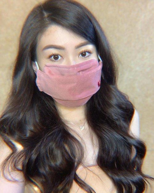 Simple elegant mask from ci @cynthiatan__ ♥️ —— Kalau kalian punya masker cantik kayak aku (bisa custom your name juga loh: swipe left), bisa langsung ke ci @cynthiatan__ yaaa.. karena lagi adain donation bareng @kitabisacom untuk para pejuang medis melawan covid-19 ini 🤗 Donasi bisa dimulai dari 50ribu aja loh.. (50k-200k)  Nah sebagai bentuk tanda cinta dari ci @cynthiatan__ kalau kalian donate adalah masker yang aku pake ini 💗 fancy banget, nyaman dipake karena ga pengep, dan tentunya aman.  Donate now guys, sharing is caring 🤗✨ (Today is the last day so don't miss it!) —— . . . . . . . . #cynthiatan #kitabisacom #donation #fullheart #mask #quarantine #selfquarantine #ootd #quarantinefashion #sharingiscaring #love #lawancorona #clozetteid
