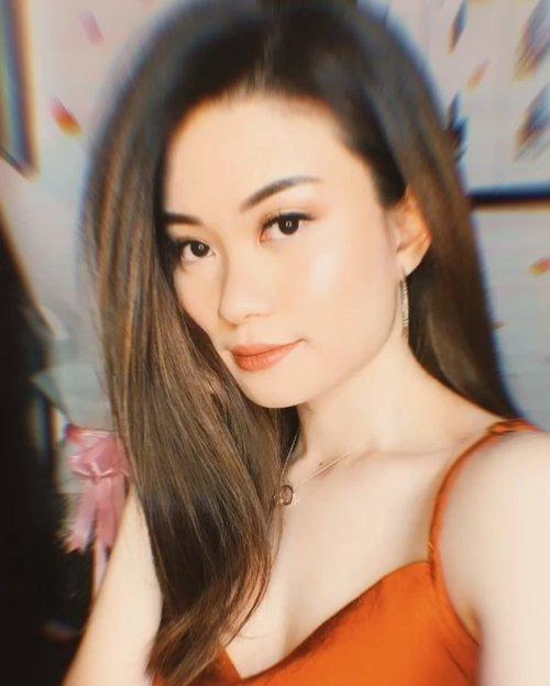 Udah pada nonton my newest makeup inspo buat malming beloom? Yang belom tinggal pencet Link on My Bio 🍊✨ 🎥 YouTube: Abnergail Lorraine ——————— . . . . . . . . . . . . . . . . . . . . . #abnergailorrainevideos #makeover #beautybloggerindonesia #ivgbeauty #universalhairandmakeup #makeupclips #fiercesociety #tampilcantik #wakeupandmakeup #indobeautygram #makeuptips #makeuphacks #makeuptutorial @tampilcantik @beautybloggerindonesia @ragam_kecantikan @zonamakeup.id @indobeautygram @indobeautysquad @bunnyneedsmakeup #beautyinfluencer #ragamkecantikan #tutorialmakeuplg #jakartabeautyblogger #beautyjunkie #makeuply #bloggirlsid #zonamakeup #makeuptipsandtricks #makeupaddict #clozetteid  #glossymakeup #beautyguru #beautyguruindonesia #beautygram #discover_muas #muablora #clozetteid