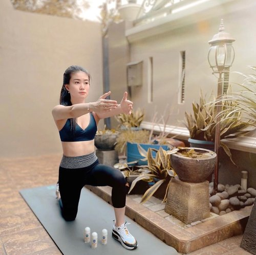 As you guys know and noticed, on this self quarantine period I managed to do workout routine. Because I feel like if I don't workout, I would not be able to maintain the weight I've been working hard on.  And before I start my workout, I always apply this @nivea_id Whitening AntiBacteria Deo so that in the middle of my workout in case I sweat a lot, I still have the urge to finish my workout till the end cause I still feel fresh and smells nice 🙈💙 hehehe how nice is it?  And,, if I use this Deo for a couple of times it will even out my skin color. What an amazing product 😚  #beranitanpaworry #dirumahajasamaNIVEA #clozetteID