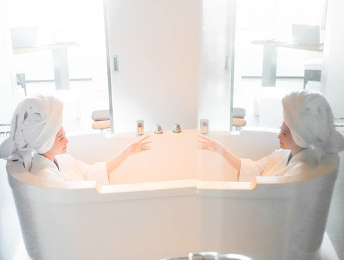 Hello my reflection, jangan lupa untuk selalu ingatkan aku bahwa hal terpenting yang harus aku jaga adalah hatiku.. Karena dari situlah terpancar kehidupan..._Happy Monday Guys!Enjoying my bath time @tssuitessby , Thankyou for the service 🗨.._