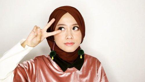 Yha, sekali-sekali pake lagu Korea... Jangan kzl yha 👀 . Deets @mnylashes.id Y-04 Etude House Fix & Fix Primer @lediesneed A: Concept @altheakorea All-in-one Brightening A: Cushion #23  A: Concealer Eye Light Daily Kit Shape of My Face Triple Contour A: Lipstick - Rose Brown @flormarindonesia Color Palette Eyeshadow - Pink Dessert A'pieu - Rilakkuma Cushion Blush #CR01 @lagirlIndonesia HD Pro Setting Powder @pixycosmetics Perfect Eyeliner . . #clozetteid #ootd #beauty #indobeautygram #beautyblogger #beautynesiamember #dailymakeup #blogger #indonesianbeautyblogger #indonesianfemaleblogger #bloggerperempuan #아름다움 #구성하다 #charisceleb #かわいい