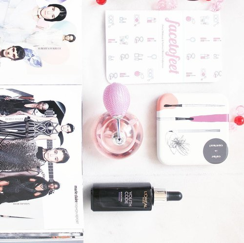 Think of all the beauty still left around you and be happy - Anne Frank- . . . . . #beauty #flatlay#beautyblogger #indonesianfemalebloggers #indonesianbeautyblogers #makeup #fragrance #serum #essence #loreal #oriflame #marieclair #facetofeet #instagood #instadaily #magazine #potd #ClozetteID
