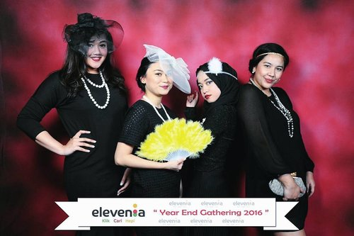 Geng--ges 👩‍👧‍👧👩 . . . . . #clozetteid #ootd #greatgatsby #yearend #black #red #beautybloggerjakarta #beautyblogger #bloggerperempuan  #indonesianfemalebloggers