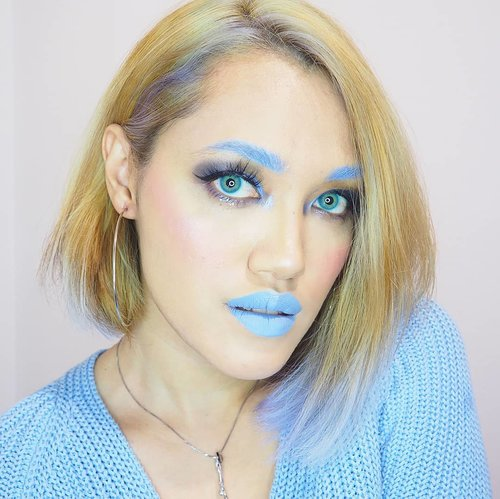 My warm skin tone dislikes blue but I made this look for Audrey bcs it's her fave color ever since she could say the name of colors 💙💙.Products used:@nyxcosmeticsnl Liquid Suede Industrial Paradise for eyebrow, eyelids & lips.Face:-@esteelauderid double wear foundie-@storemaybelline Instant Anti Age Concealer-@sonandpark_koreaFace Lighting & Shading-@ultimaii_idTranslucent Loose Powder-@toofaced Love Flush - Love Hangover-@sleekmakeup solstice highlighting paletteEyes:-@thebalmid Smoke Balm + @nyxcosmetics_indonesia Liquid Suede Industrial Paradise.. #ClozetteID#beauty#wakeupandmakeup @wakeupandmakeup #makeupaddict#beautyblogger#MOTD#selfie#LOTD #bblogger#makeuplover #makeupjunkie#nyxcosmeticsID #nyxcosmeticsnl #Indobeautygram@indobeautygram#IVGbeauty #bluelook #bluemakeup #wakeup2slay #bunnyneedsmakeup @bunnyneedsmakeup #heartmakeup #discoverunder5k #onetone #aestheticaccount #slayandblend @slayandblend