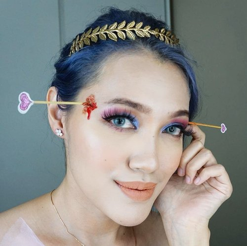 I know you're blind.. but WTH with the wrong shot, Cupid!? Valentine date kemana nih tonite?BTW this make up is inspired from @beautsoup my fave flawless lady 😍...Products used:Face:-@shiseido Radiant Lifting Foundation-@maybelline Instant Anti-Age Eraser-Essence Blush Trio-@selfbeauty_co Glam Up Bronzer-Sleek Solstice Highlighting kitEyebrows: @makeupforeverid brow linerEyes:-@juviasplace masqueradeLips:-@nyxcosmetics_indonesia Lingerie Dawn to Dusk...#ClozetteID #clozetteambassador #beauty #wakeupandmakeup #makeupaddict #MOTD #selfie #LOTD #bblogger #makeuplover #makeupjunkie #nyxcosmeticsID #Indobeautygram #IVGbeauty #wakeup2slay #bunnyneedsmakeup @bunnyneedsmakeup #tampilcantik @tampilcantik #valentinesmakeup #makeup #valentinesmakeuplook #valentineslook #vdaymakeup #vday2020 #sfxmakeup #sfx