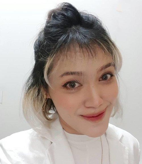 Hujan2 gini kamu sukanya ngapain?...Kalo aku makan bakso super pedas sambil deg2an menanti sidang akhir 🙈 doakan aku plissss 😭.........#ClozetteID #clozetteambassador #beauty #wakeupandmakeup #makeupaddict #MOTD #selfie #LOTD #bblogger #makeuplover #makeupjunkie #bvlogger #Indobeautygram #wakeup2slay #bunnyneedsmakeup #tampilcantik #makeup #miniblog #bvlogger #naturallook #naturalmakeup #nofalsies #koreanmakeup #koreanlook #kbeauty