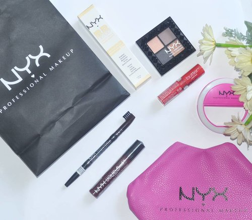 #Unboxing @nyxcosmetics_indonesia #faceawardsindonesia goodie bag, the selfie LED ringlight is soooo adorable ❤  #ClozetteID #clozettedaily #makeup #makeupaddict #beautyblogger #asianbeautyblogger #indonesianbeautyblogger #beautybloggerid #bloggerceria #bloggerbabes #fdbeauty #beautyreview #flatlay #beautyflatlay #whywhiteworks #l4l #bblogger