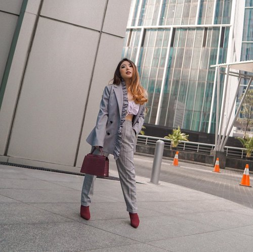 So how was your first day back to work? 💼—#PriStyleDiaries📸 @aawan.setiawan .......#whatiwore #portrait #womensfashion #fashionistas #chic #fun #quirky #parisian #feminine #street #streetstyle #parisienne #parisianstyle #travelblogger #lotd #bloggerstyle #fashion #styleinspo #instastyle #blogger #styleblogger #stylist #fashionblogger #influencer #ootd #fashioninfluencer #style #outfit #clozetteid