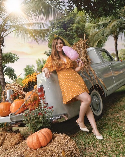 Celebrating Autumn while it lasts with Pumpkins 🎃 Dolled up in this cute Polkadot Dress from @pomelofashion, and I'm blending in with the pumpkins! — 📸 @steviiewong  #PriStyleDiaries . . . . . . #whatiwore #portrait #nature #autumn #fall #chic #feminine #country #retro #vintage #womensfashion #fashionistas #vacation #summer #travelblogger #lotd #bloggerstyle #fashion #styleinspo #instastyle #blogger #styleblogger #fashionblogger #influencer #ootd #fashioninfluencer #style #outfit #clozetteid