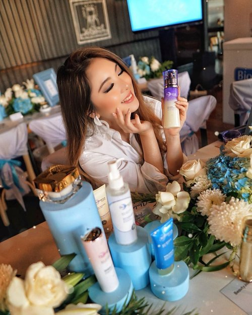 Right now at this re-launching of  @bioessenceid skincare event 💙—They have 5 different categories, each with its own ingredients and benefits for your skin;- Bio Water ( Cooling, Soothing, Refreshing, for Sensitive Skin )- Bio Gold ( Prevent Anti-Aging for Radiant Smooth Skin )- Bio White ( Advanced Whitening for Flawless Bright Skin )- Bio Renew ( Advanced Anti-Aging for Renewed Youthful Skin )- Bio Bounce ( Advanced Anti-Aging for Renewed Youthful Skin )—The one I'm holding is one Collagen Skin Enhancer to keep skin bouncy from the series of Bio Bounce. Core benefit of this particular series is for advanced anti-aging and renwwing youthful skin.—Watch my IG story for live updates! Hint : there'll be a race, so if u wanna watch us compete, hop to my story now 😝—#Bioessenceid #BioessencexBeautyJournal #Bioenergycomplex #BeautyJournal.........#beauty #portrait #beautyblogger #blog #makeupjunkie #dreamy #skincare #beautyenthusiast #beautyinfluencer #beautyjunkie #blogger #influencer #lifestyle #bloggerstyle #fashionblogger #tampilcantik #haircare #ulzzang #love #clozetteid #makeup #skincarereview