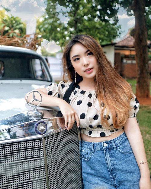 Country girl vibes posing with her folk's truck at the farm 👩🏻🌾🚜 — Polkadot Top and Jeans from @pomelofashion  Heart Bracelet from @madedifferentco.id — 📸 @steviiewong  #PriStyleDiaries . . . . . . #whatiwore #portrait #nature #autumn #fall #chic #feminine #country #retro #vintage #womensfashion #fashionistas #vacation #summer #travelblogger #lotd #bloggerstyle #fashion #styleinspo #instastyle #blogger #styleblogger #fashionblogger #influencer #ootd #fashioninfluencer #style #outfit #clozetteid