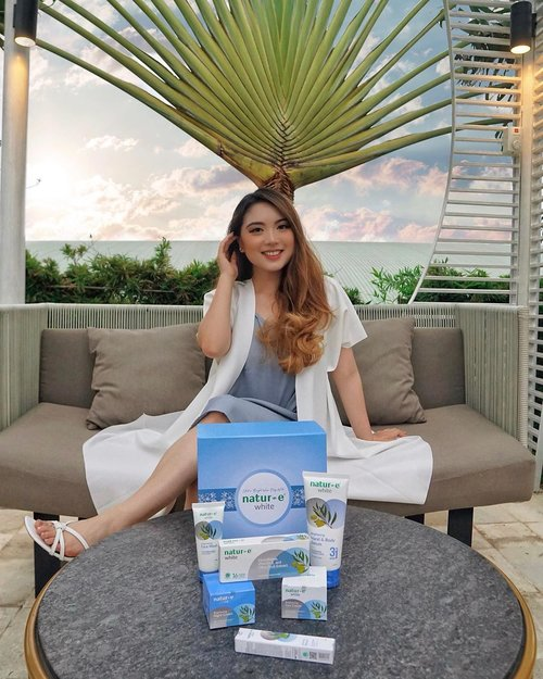 Introducing you the new white series from Natur-E! 🌱When everyone wants to have a bright skin, @natur_e_indonesia comes up with the products to help brighten your skin from outside and from within. There are hand & body serum, face wash, brightening serum, day cream, night cream, and even supplements. The main ingredients used are Glutathione, Vit. E & Olive Oil 💙Everything is clinically tested, made of mostly natural ingredients, hypoallergenic tested, and halal. After a couple weeks of consuming the supplement, I admit my skin has become brighter EVENLY ✨ Adding up to it, the use of Hand & Body Serum also helps a lot to tone-up my skin. You can find these products offline at all @watsonsindo, @infosuperindo or online at www.watsons.co.id and www.natur-e.co.id 😍—#NaturEWhite#ShowYourTruBright#NaturEWhitexClozetteID📸 @mariaistella.......#beauty #beautyblogger #beautiful #blog #portrait #makeup #beautyenthusiast #skincare #skincareroutine #skincarereview #skin #skincaretips #beautyinfluencer #beautyjunkie #blogger #influencer #lifestyle #makeupjunkie #beautytips #bloggerstyle #tampilcantik #fashionblogger #lifestyleblogger #beautyblog #beautybloggers #clozetteid