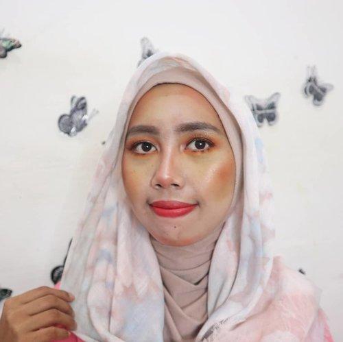 Awalnya look ini mau buat recreate makeup dari beautyblogger favorit aku, karena props alias propertinya kurang  sepertinya failed.Daripada sayang ga di post, mending aku post aja yaa..Inspired by @kaddsta ..Makeup :. 💋 Maybelline fit me foundation : shade ivory. 💋 Beauty glazzed eyeshadow palette : georgous me . 💋 Etude House eyebrow : drawing me . 💋 Purbasari matte lipstick : shade 88.. #orangemakeup #recreatemakeup #makeuplook #beautyglazzed #beautygoersID #beauty  #clozetteid