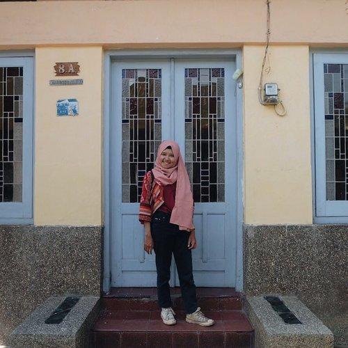 [page 275 of 365] Hari ini sok jadi turis dulu di kota sendiri. Keliling kampung batik • 5 Oktober 2017 Ps: dengan radarku menemukanmu • #clozetteid #ootd #explorePekalongan #terfujilah #pekalongan #pekanbatik