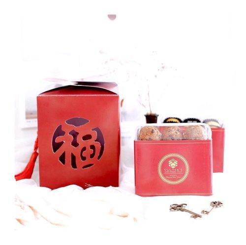 Chinese New Year is near 🎋-Sudah pada dapet hampers blm buat saudara dan temen? Nah @sultanslounge ada special hampers loh gais. Start from 185k dong ! Itu sudah include 2 box cookies di dalemnya.-Btw, variant hampersnya banyak !Kalian lgsg kepoin aja IG mereka.@sultanslounge and place your order now ☘️...#clozetteid #cny#hamperscny #hampersurabaya #hampersjakarta #cookiesbox #chinesenewyear #tephcollaboration #influencersurabaya #influencerjakarta #influencerindonesia