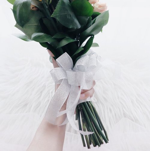 """Every woman —deserves to have a manwho is proudly willingto say the world :""""Yeah, she is my one and only.She is beautiful and she's mine"""" 🌻...#clozetteid #potd #ootd #ootdfashion #ootdshare #flatlay #wedding #weddingflowers #weddingrings #weddingmakeup #blogger #bloggerstyle #bloggers #bloggerindo #influencer"""