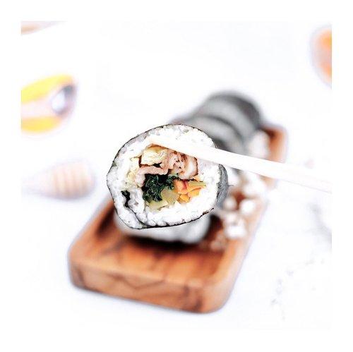"Who's missed Korean food?-Kapan lalu aku baru aja cobain some of Korean food menu dari @sindangdong.kitchen 😍Biar kalian ga penasaran, lgsg aja SWIPE to 2nd slide buat liat betapa menggodanya menu"" dari @sindangdong.kitchen.-Kalo kalian bingung mana sih yg paling recommend. Nih ku urutin berdasarkan yg aku suka dan masuk di taste aku yah :Bulgogi KimbabMixed DdakganjeongMozzarella Tteokbokki-Honestly,Ini pertama kalinya aku cobain kimbap loh. Soalnya aku ga suka bgt sama nori. Tapi stelah cobain bulgogi kimbap ini lgsg fix nanti kalo ke Korea lagi aku harus coba beli dong.-Cuss lah place your order !@sindangdong.kitchen sering buka PO loh. Kalian bisa kepoin d IG mereka ☘️...#clozetteid #koreanfood #tteokbokki #kimbap #bulgogi #koreanfoods #tephcollaboration #influencersurabaya #influecerjakarta"