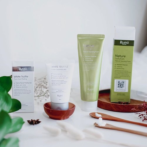 Have you heard about this products before? Well, if you still strange with this brand. Let me introduce this product to you. - @theplantbase_id is skin care brand from Korea that carries natural ingredients on their products. Lucky me ! I've a chance to tried Nature Solution Natural Cleansing foam and White Truffle Turn Over Peeling. - Nature Cleansing Foam What's good? Keep our skin healthy, elastic, moisturize enough, smooth and bright. Suitable for normal to oily skin.  Down side? Texture of this cleansing foam too sticky, can't lift our make up well and not suitable for dry skin. - White Truffle Turn Over Peeling What's good? Remove all dead skin cell, brighten, and smoothen our skin. Suitable for all skin type and doesn't contain any harmful ingredients like paraben.  Down side? -  Where to buy? Well, you can buy @theplantbase_id on @salubritas.indonesia 🍁 . . . #Clozetteid #theplantbaseXClozetteIdReview #inlovewithnature #theplantbase #Clozetteidreview #skincare  #skincareroutine  #skincaretips  #koreanbrand  #koreanskincare  #peelinggel  #facialpeelinggel  #facialfoam  #cleansingfoam  #tephcollaboration  #bloggersurabaya  #bloggerjakarta