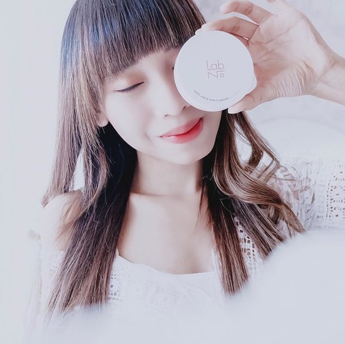 Here's my very first,Sunscreen cushion from @labno__official 😍I never imagine I would try this sunscreen cushion. But, after I tried it, I admit this sunscreen cushion is pretty gewd ! I like the texture so much.-What's good?Tint/liquid textureSPF 48 PA+++Moisturize enoughHas tone up effectPrevent oil productionSuitable for all skin typeSensitive skin approveEasy to apply and absorb to our skinNatural finish and light-wearingDown side?I don't like the sunscreen color.-Where's to buy?My @charis_celeb shophttp://hicharis.net/tephieteph/GegTo get special offer like discount, free shipping or special price....#clozetteid #labnokorea #sunscreen#sunscreencushion#liquidcushion #liquidsunscreen #beautyreviews #charis #charisceleb #hicharis_official #hicharis #bloggersurabaya #bloggerjakarta