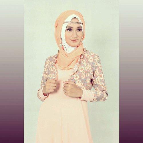karena dengan tersenyum kita melupakan segala beban hidup. dengan tersenyum kehidupan menjadi indah.. wardrobe by miulan  #lulunike #fotomodel  #ClozetteID #MyFaveMakeup #GoDiscover #COTW  #KhalisaLipcare #youreverydaydiscover #modelhijab #modelmuslimah #freelancemodelhijab #modelhijabbogor #freelancemodel #hijablook #modelhijab #endorseindonesia #recommended #hijabootdindo #picoftheday #makeup #endorse #modelbusanamuslim #photoshoot #endorsement #hijabercommunity #ootd #modelsearch #lookbookindonesia #ihmcmodel