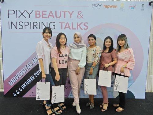 [#BellaZheeReport ].Yuhuu bebebs..Beberapa hari lalu aku dateng ke acaranya Pixy Inspiring Beauty Talks di Felfest UI. Acaranya seru banget deh gak nyesel jauh2 dari bandung datang kemari. Di acara ini kita diajak untuk mengenal produk baru nya dari @pixycosmetics 4 beauty benefits. Trus kita diajak beauty sharing bareng vlogger cantik yang pasti kalian udh tau banget yaitu ka @lindakayhz , duh ka cantik banget deh. Selain cantik dia juga sharing tentang tips trik ssputar beauty juga memandu beauty class yg temanya pas banget untuk kita2 yang ingin melamar pekerjaan, karena first impression itu yang paling penting. Nah keseruan acara bareng @hipwee ini akan aku up di blog besok ia..Gak lupa di acara ini juga aq ketemu temen2 blogger lainnya yang kece & cantik2 bangett. Apalah saya ini remaahannn gustii...Oh ia biar kalian bisa tahu keseruan cerita ini dan apa aja yang aku dapat dari acara ini. Jangan lupa kunjungi blog aku ya di www.bellabellezhee.com.#HipweexPixy #PixyBeautyInspiringTalks.#BeautygoersID @beautygoers @beautybloggerindonesia #beautybloggerindonesia #beautynesiablogger @beautynesia.id #beautiesquad @beautiesquad #bloggermafia @bloggermafia #bloggerperempuan @bloggerperempuan #emak2blogger @emak2blogger #beautychannelid @beautychannel.id #bloggirlsid @bloggirls.id @clozetteid #clozetteid #beauty #event #motd #ootd
