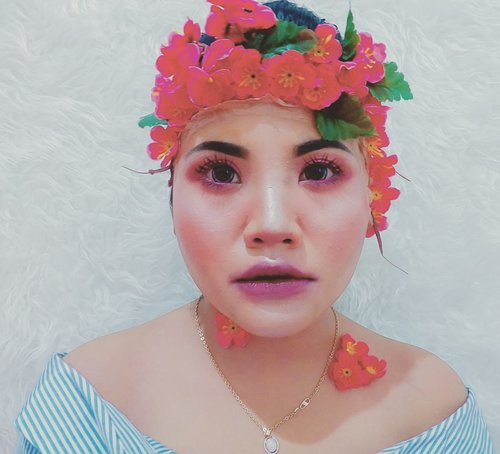 flowery makeup look. i love flowers so bad, especially cherry blossom and lily.