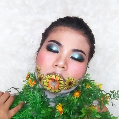 . Every flowers bloom on its own time. . Could you say this is my time to bloom? . #Clozetteid #Beauty #BeautygoersID #bunnyneedsmakeup #setterspace #beautybloggerindonesia #bloggermafia #tasyashoutoutfarasya #makeup #motd #fxmakeup #facepainting #art #flower #makeupfreak #makeupartist