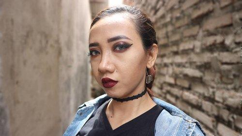 Itu lampu btw.. bukan jidat 😂😂 I try to make a grunge makeup looks... gimme 1 - 10 for this look.. 😆 #clozetteid #grungemakeup #femaledaily #beautynesiamember #beautyfestasia2018 #motd #vsco