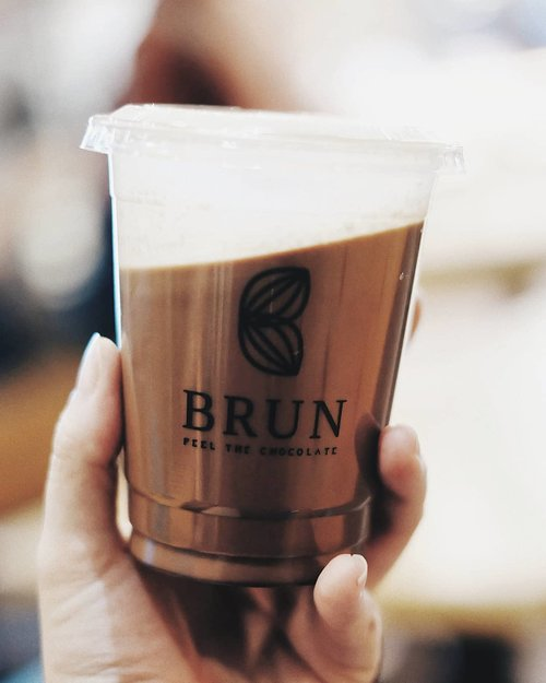 Finally ♥ got the chance to try @brunchoco Signature chocolate!  Worry not,  rather than too sweet its more to hint of bitter which,  me love ☺ should I make a #mycupoftuesday post? :p . . #clozetteid #imfoodhuntress #zomato #foodie #foodgasm #makandimana #yummy