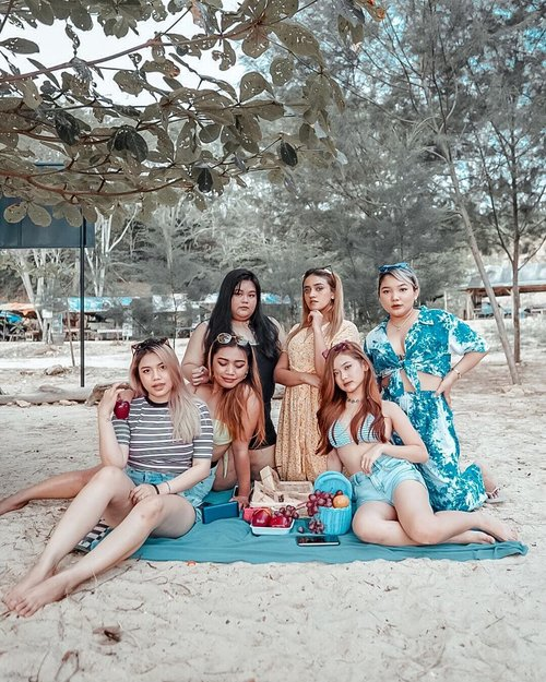 Keseruan di Malang bareng mereka @olin.dnd @aureliamanda @makeupjesslyn @nadialhambra @waiwdntiyy ...#exploremalang #ootdlidya #clozetteid #friendship #fashion #style