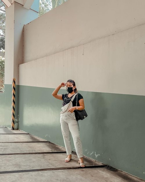Siap2 timbangan naik di Bandung   . . .  #ootd #ootdlidya #clozetteid #blackandwhite #monochrome #fashionstyle