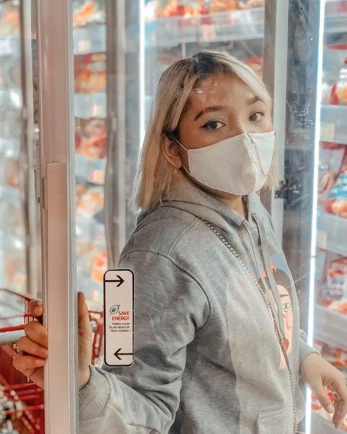 I like groceries shopping 🛍 .  Btw penasaran ga si makeup aku saat new normal? Nanti aku share ya . .  #ootdlidya #newnormal #clozetteid #beauty #groceryshopping #style #mask #fashion