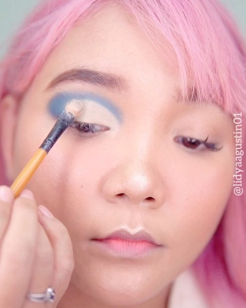Blue eyes 💙 . .  @thebalmid what's the tea palette (ice tea) .  Focallure twilight .  #motd #lidyamakeup #makeuptutorial #blueeyeshadow #clozetteid #makeup #beauty #dirumahaja #stayathome #indobeautysquad #tampilcantik
