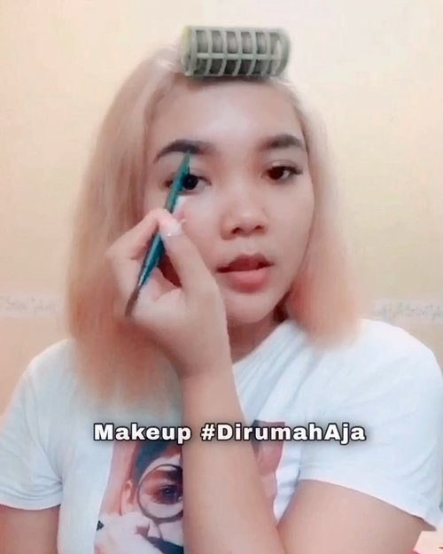 Ok i'm bored in the house! Tapi Biarpun lagi #dirumahaja tetep kudu makeup biar kalau mau instastory agak cakepan 😅 . . .  #makeupdirumahaja #makeuplidya #tiktokindonesia #tiktokmakeup #clozetteid #beauty