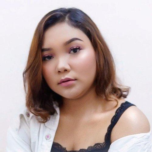 Makeup liburan dan #ootd 🌸 .Stay tuned untuk tutorialnya 🙏 ...#makeup #lidyamakeup #beauty #indobeautysquad #holidaymakeup #ootdmakeup #clozetteid #makeupvideos #selfie #beautyvlogger